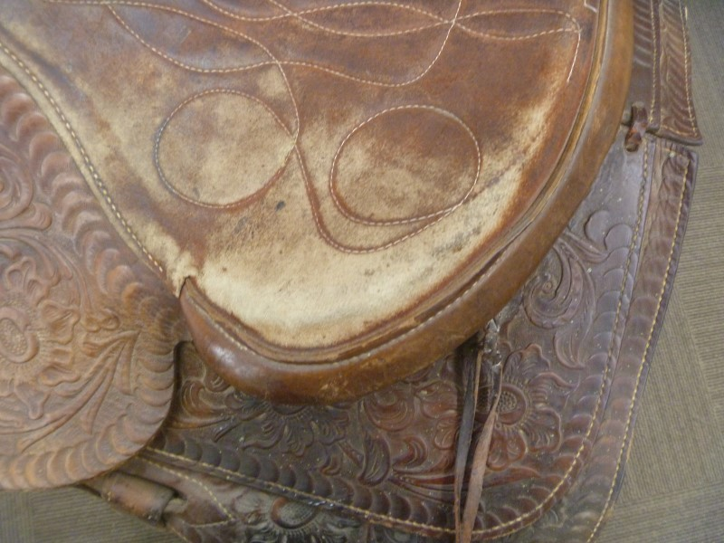 WESTERN HORSE SADDLE **SOME WEAR ON SEAT**