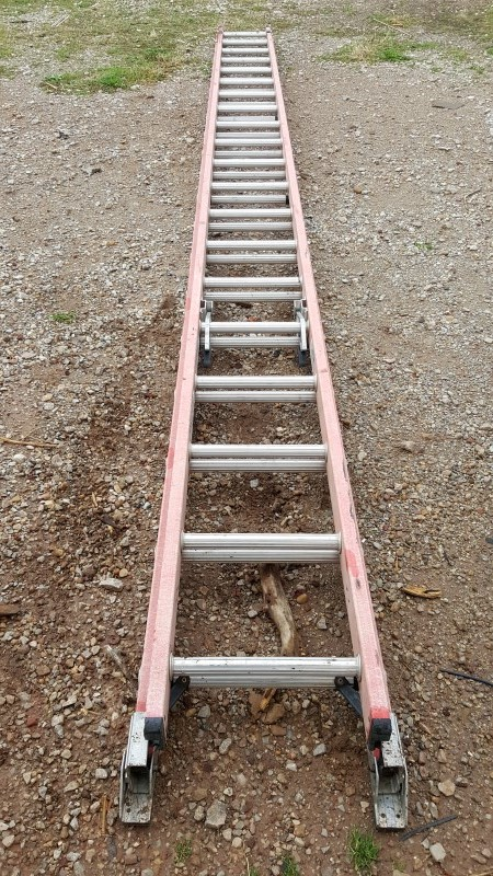 WERNER 32' Fiberglass Extension Ladder - Model 3240-2