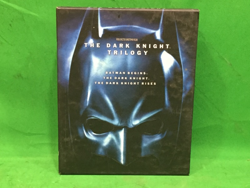 The Dark Knight Trilogy (Blu-ray, 2012, 5-Disc, Limited Edition) w/ Art Book