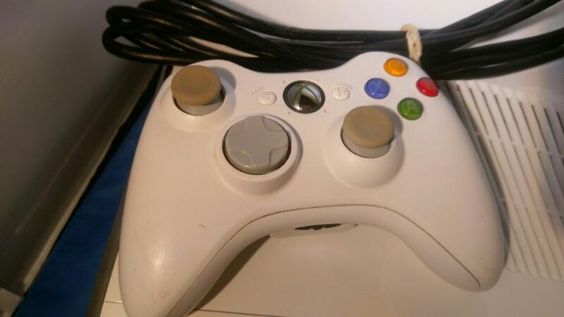 Microsoft XBOX 360-S 4GB INTERNAL MEMORY MODEL  1439 WHITE
