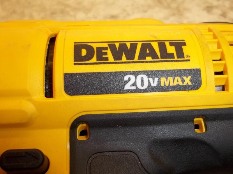 DEWALT CORDLESS DRILL DCD711
