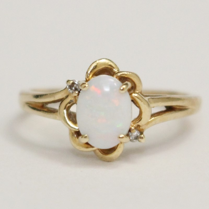 Vintage Inspired 10K Yellow Gold Opal RIng Size 8.75