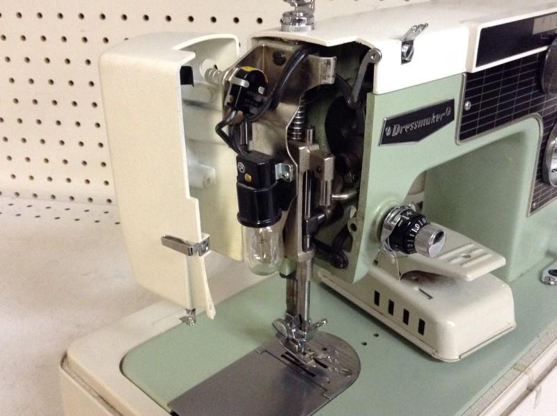DRESSMAKER Sewing Machine SEWING MACHINE