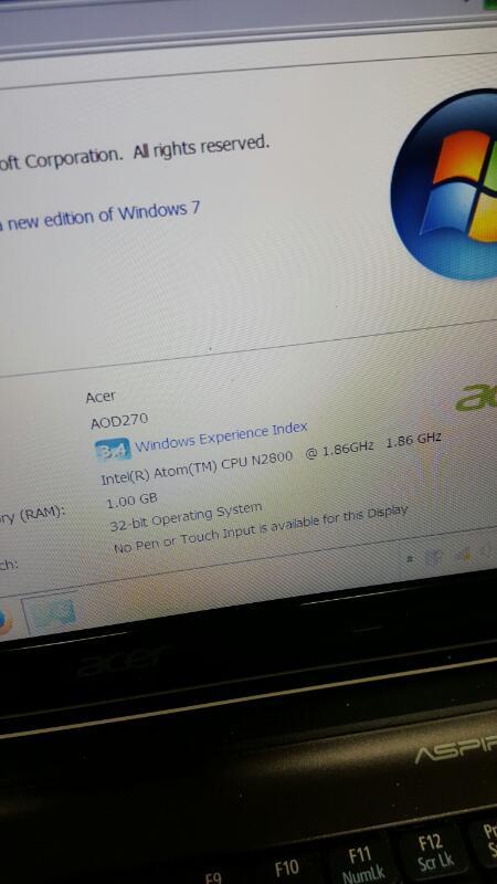 "Acer Aspire One D270-1375 (10.1"", 320gb, 1gb, Atom @ 1.86ghz)"