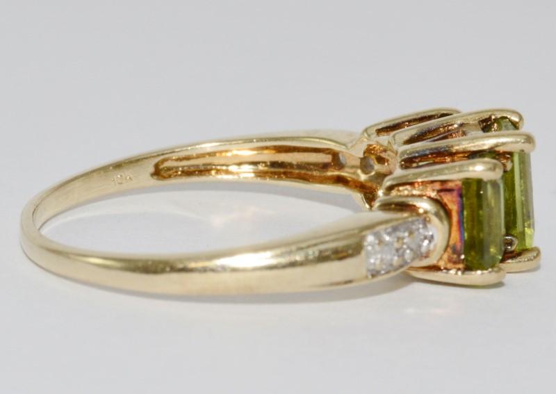 10K Yellow Gold Tapered Band Emerald-Cut Peridot & Diamond 3-Stone Style Ring 10