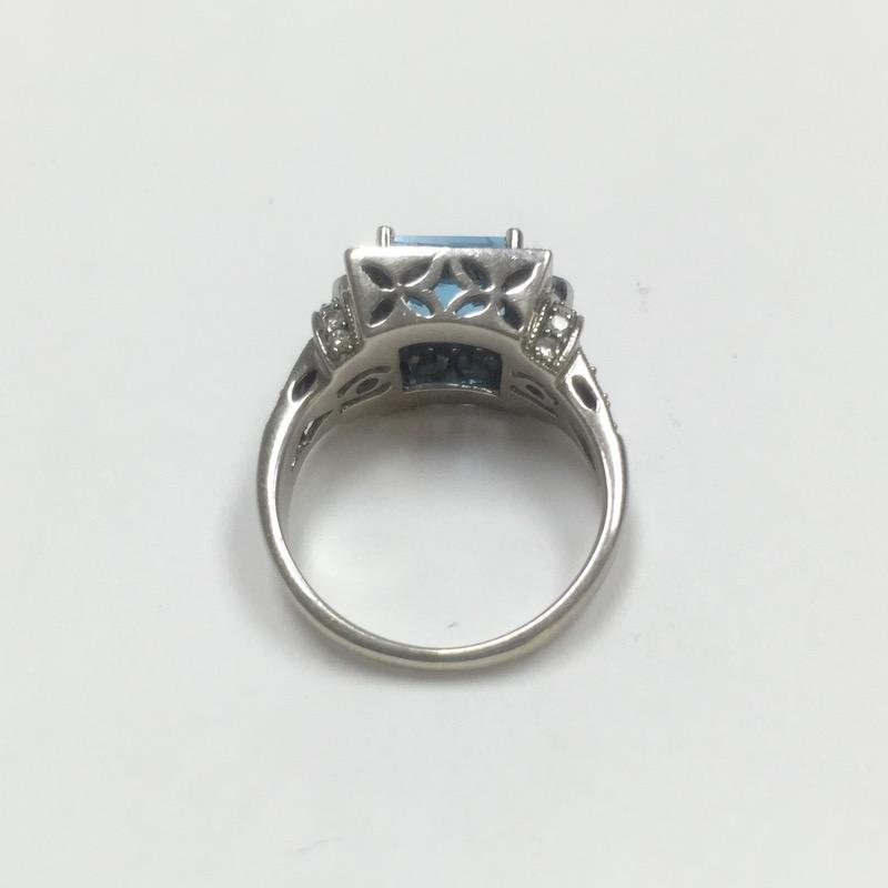 Aquamarine Lady's Stone & Diamond Ring 18 Diamonds .18 Carat T.W.