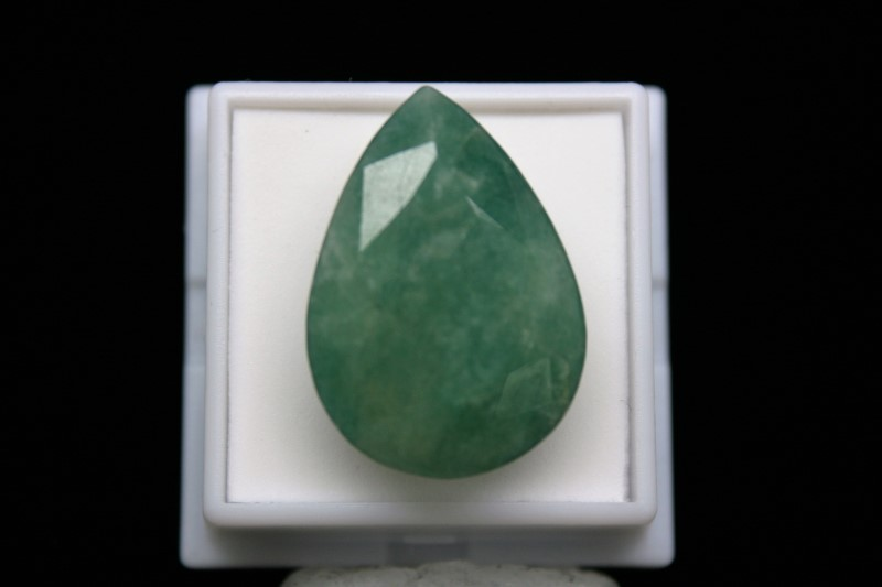 LOOSE PEAR SHAPE EMERALD STONE