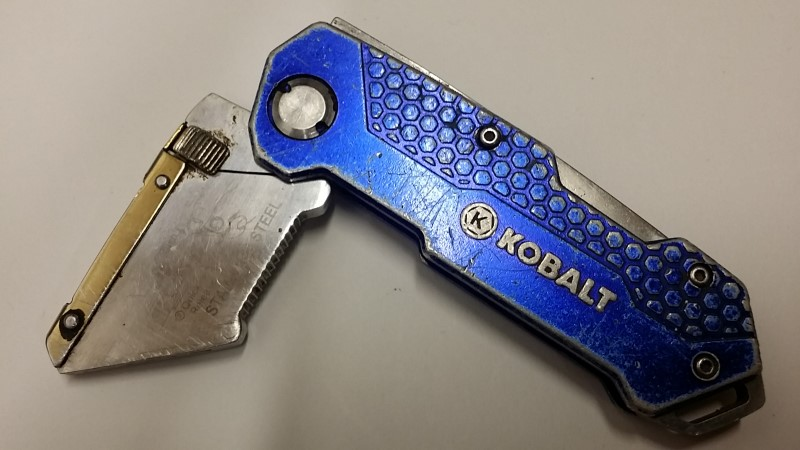 KOBALT FOLDING BOX CUTTER KNIFE