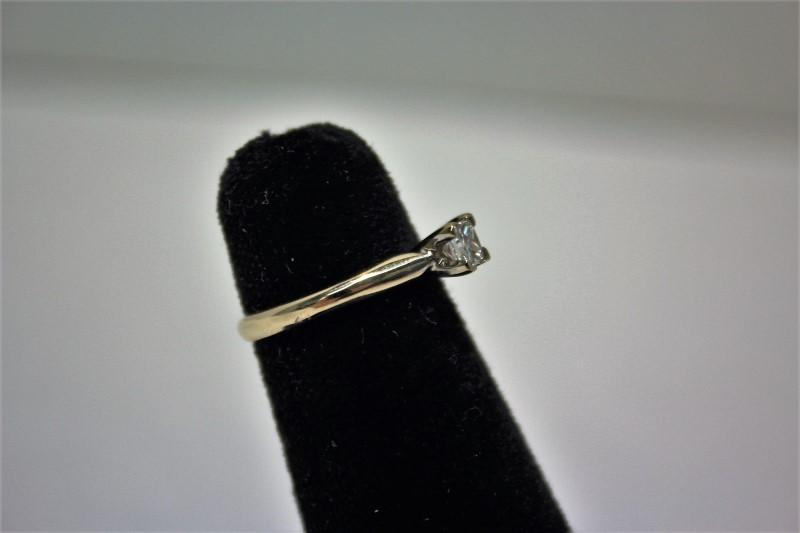 Lady's Diamond Solitaire Ring .32 CT. 18K White Gold 2.7g Size:4.5
