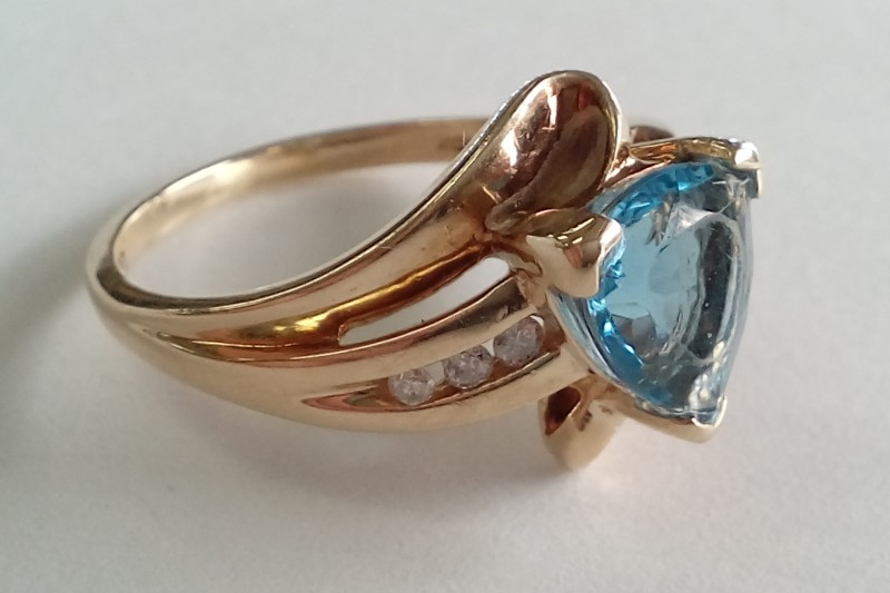 BLUE TOPAZ & DIAMOND 10KT YELLOW GOLD RING SIZE 4