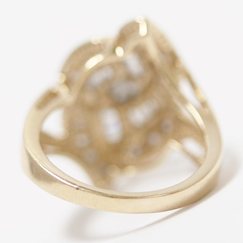 Vintage Inspired Round Brilliant & Baguette Cut Diamond Ring Size 7