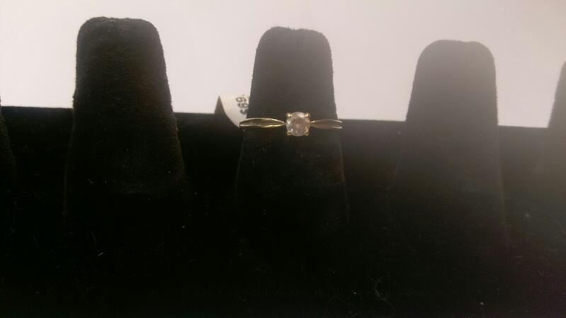 White Stone Lady's Ring 10K Yellow Gold 1.1g Size:7
