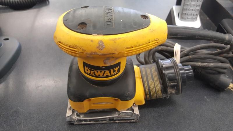 DEWALT Vibration Sander DW26441