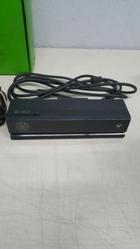 Microsoft Xbox One & Kinect 500 GB Black Gaming Console (1540 / 1520)