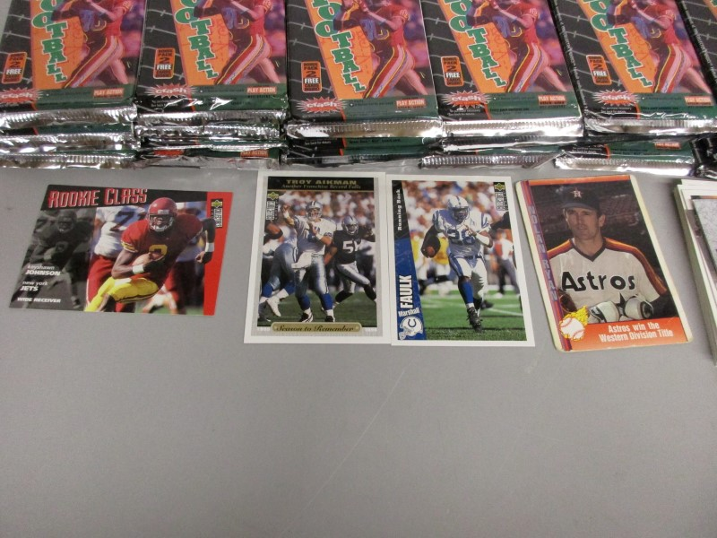 34 UPPER DECK 1996 NFL UNOPENED PACKS PLUS EXTRAS
