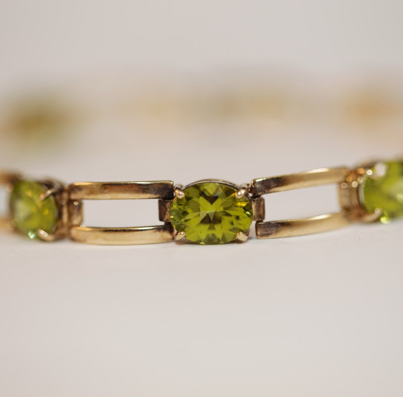 10K Yellow Gold & Oval Cut Peridot Bracelet