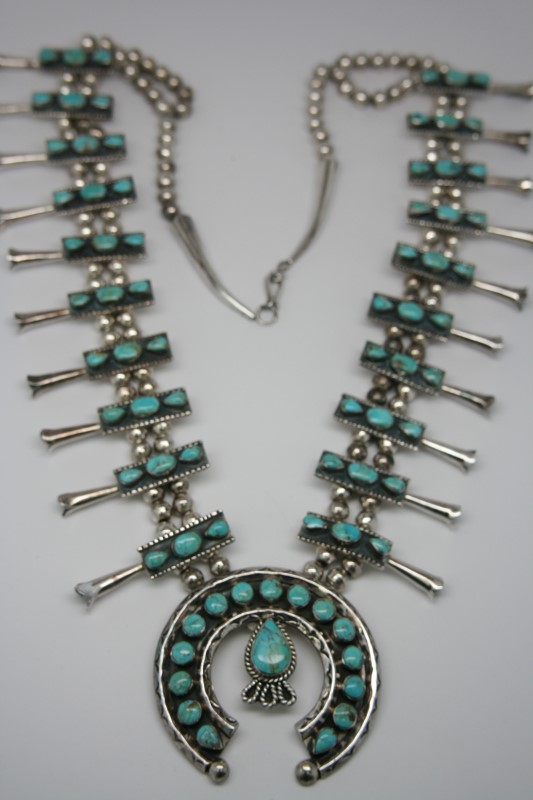 NATIVE AMERICAN TURQUIOSE NECKLACE