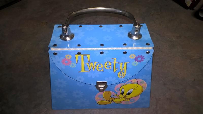 LOONEY TUNES METAL TWEETY BOX