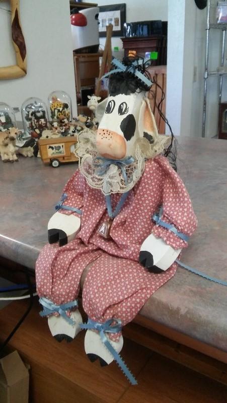 COW DECORATION Sculpture/Carving SHELF SITTER COW