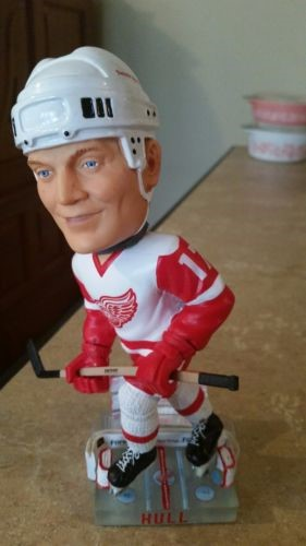FOREVER COLLECTIBLES Sports Memorabilia 2002 BRETT HULL BOBBLE HEAD