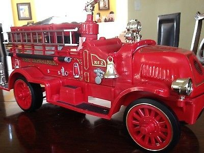 Antique JIM BEAM Collectible Plate/Figurine FIRETRUCK BOTTLE