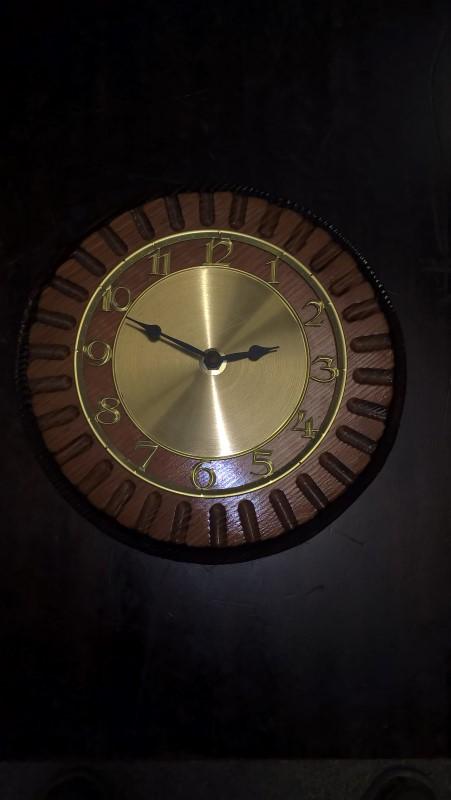 ROUND WOODEN CLOCK