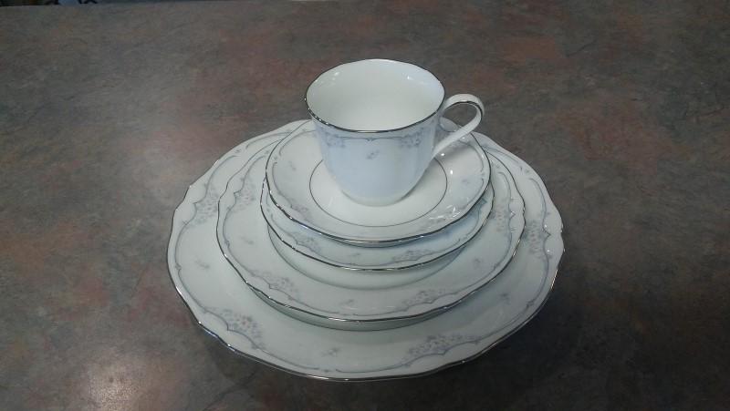 NORITAKE Glassware SINGLE PERSON DISH SET