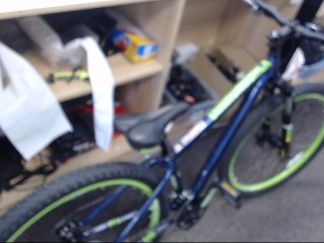 DIAMONDBACK BICYCLES Mountain Bicycle LUX 27.5