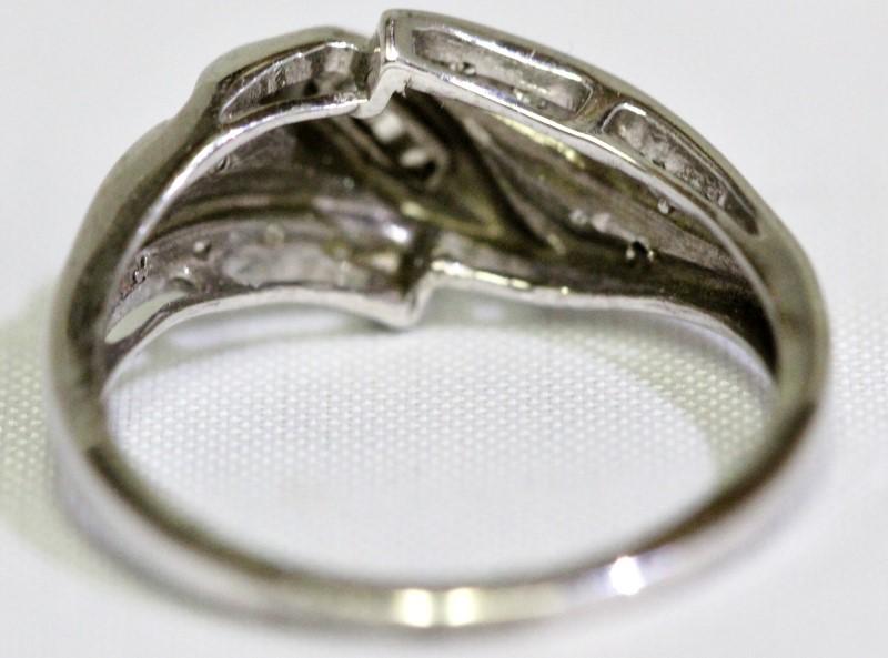 10K White Gold Bypass Shank Round & Baguette Diamond Ribbon Accent Ring sz 6.5