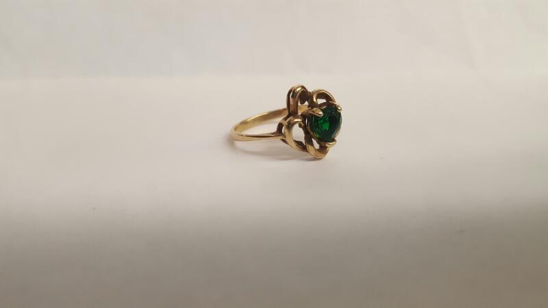 Green Stone Lady's Stone Ring 10K Yellow Gold 2.4g Size:6.3