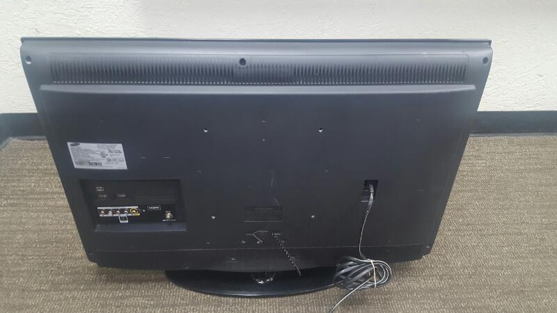SAMSUNG Flat Panel Television LN32D403E4DXZA