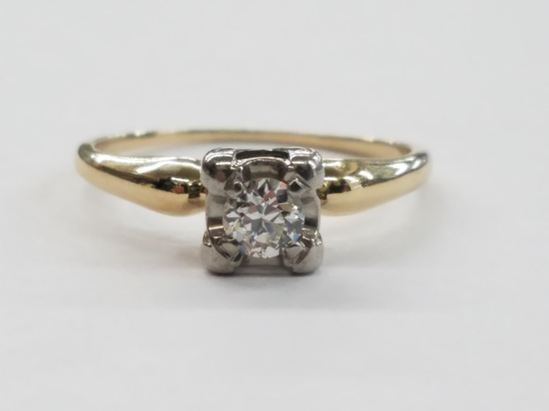 Lady's Diamond Solitaire Ring .34 CT. 14K Yellow Gold 2.6g Size:8