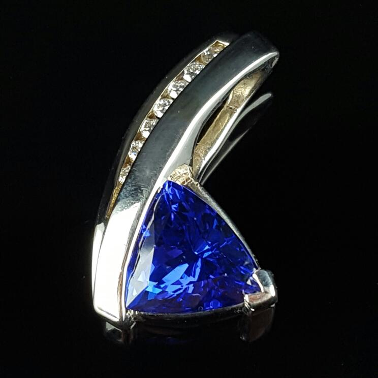 Gold-Diamond & tanzanite Pendant 7 Diamonds .19 Carat T.W. 14K White Gold