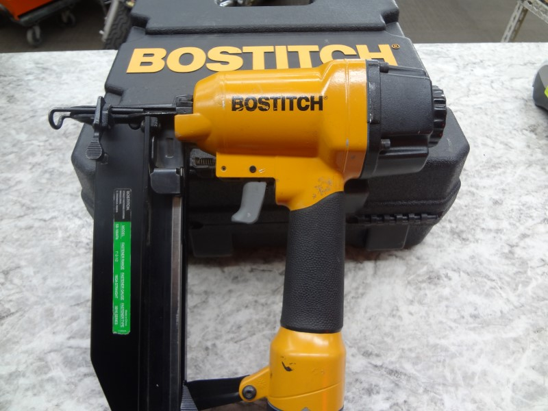 BOSTITCH STRAIGHT NAILER 16GA - SB-1664FN - GOOD CONDITION, WITH CASE