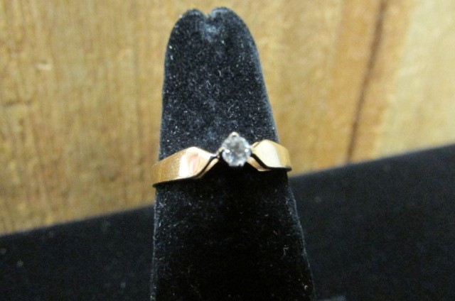 Lady's Diamond Solitaire Ring .10 CT. 14K Yellow Gold 1.9g Size:6.5