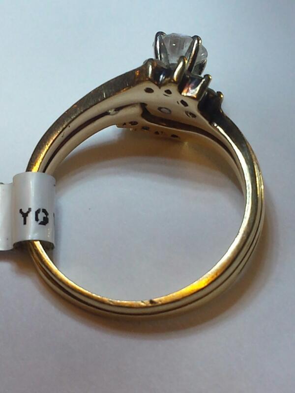 10K/14K YG WEDDING SET, CENTER DIAMOND WITH 4X4 DIAMONDS ON EACH SIDE, SIZE:5