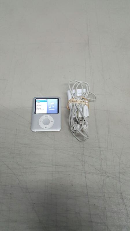 Apple iPod nano 3rd Generation Silver (4 GB, MA978LL)