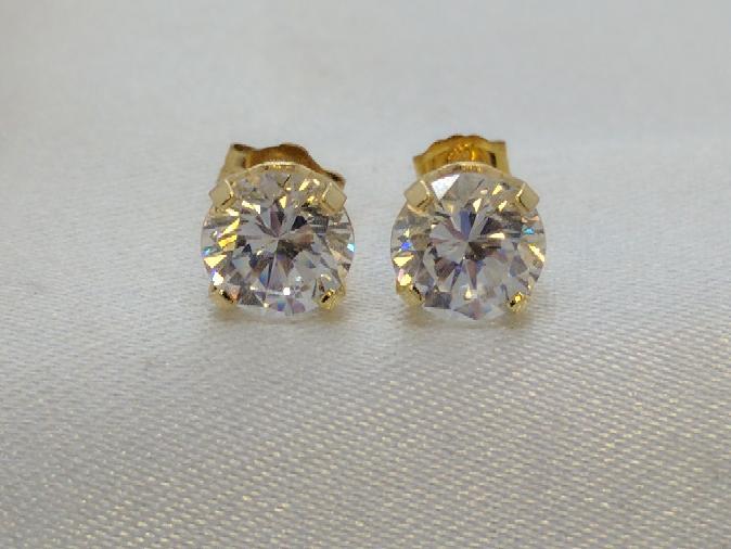 Cubic Zirconia set in 10k Stud Earrings