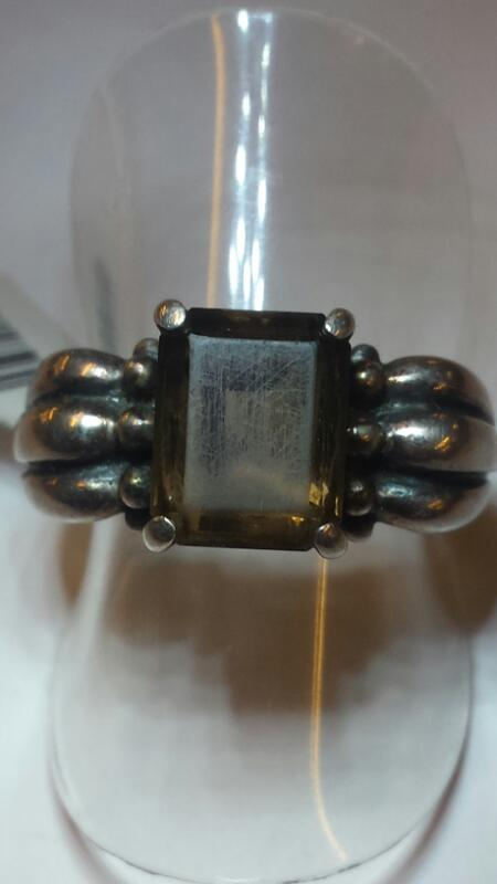 3 BUMPED RING BAND WITH SMOKEY QUARTZ RING SIZE 6