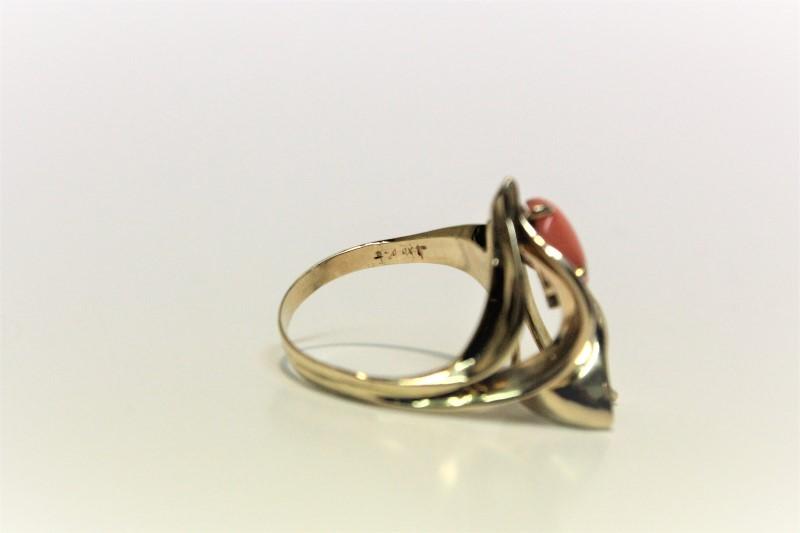 Lady's Stone & Diamond Ring .03 CT. 14K Yellow Gold 5.7g Size:7