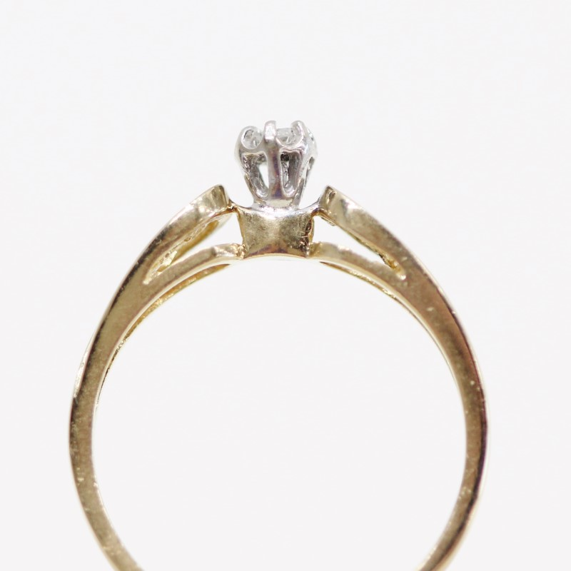 10K Round Brilliant Diamond Solitaire Ring w/ Filigree Detail Size 7