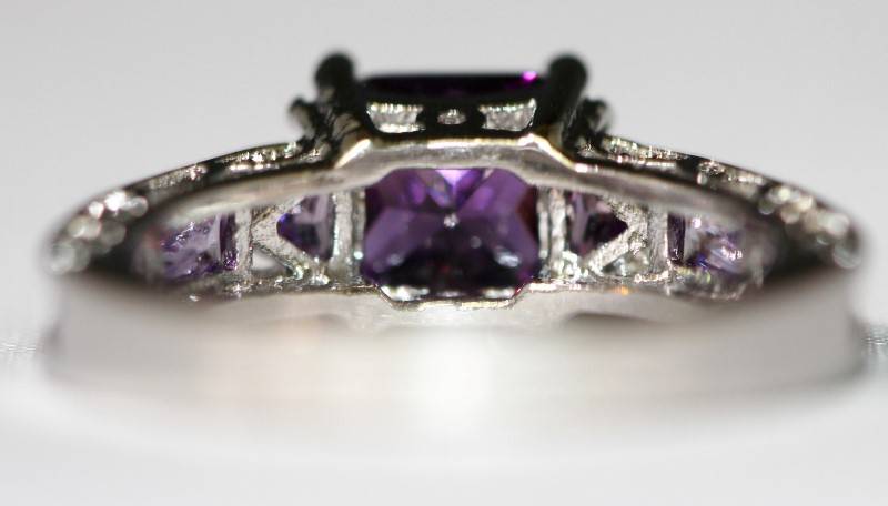10K White Gold 4-Prong Set Princess Cut Amethyst Ring w/ Side Detailing Size 7