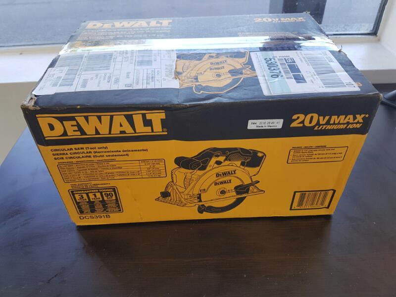 """Dewalt DCS391B 20V 20 Volt Max Cordless 6-1/2"""" Circular Saw"""
