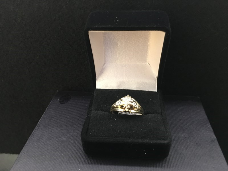 Lady's Diamond Cluster Ring .01 CT. 10K Yellow Gold 1.85dwt