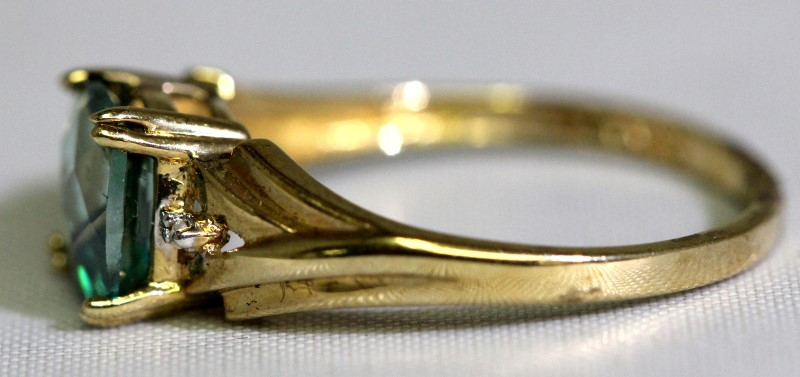 10K Yellow Gold Cushion Cut Multi-Faceted Green Topaz & Diamond Ring sz7