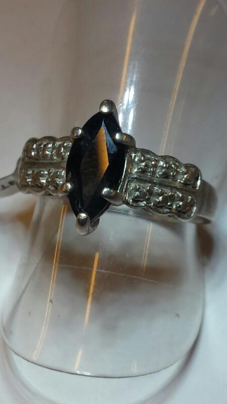Black Stone Lady's Silver & Stone Ring 925 Silver 2dwt