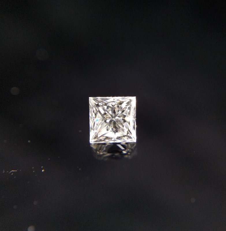 GIA CERTIFIED 0.57CT PRINCESS CUT DIAMOND J-VS2