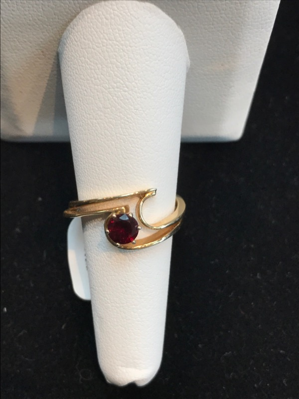 Lady's Red Stone Ring 14K Yellow Gold 4.2g Size:8
