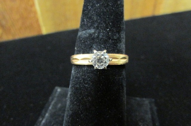 Antique Lady's Diamond Solitaire Ring .39 CT. 14K Yellow Gold 2.6g Size:8.5