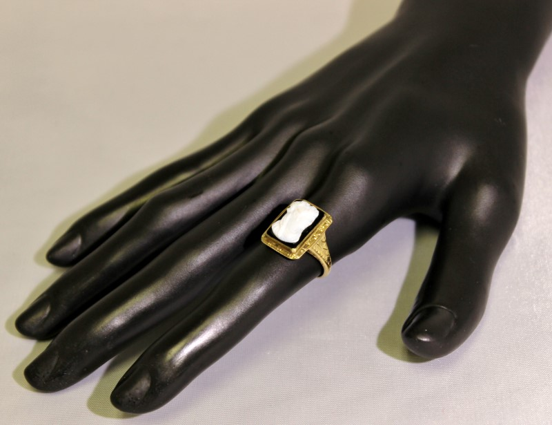 10K Yellow Gold Vintage Inspired Filigree Black & White Rectangle Cameo Ring 6.5